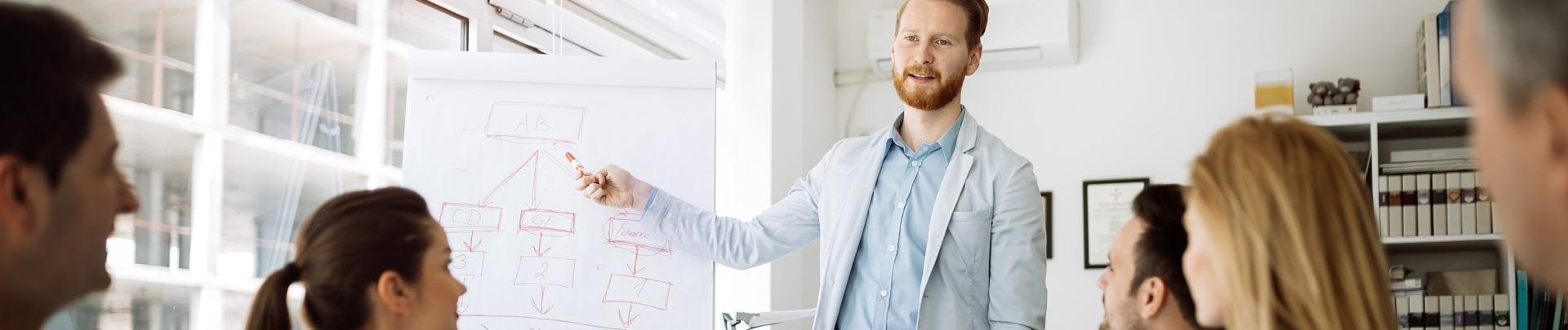 Consultant geeft presentatie